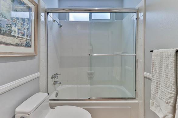 mHall Bath3.jpg