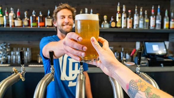 Servir cerveza
