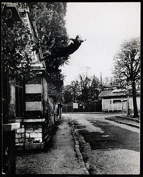 18b. Yves Klein, Salto al vacío, 1960.jp
