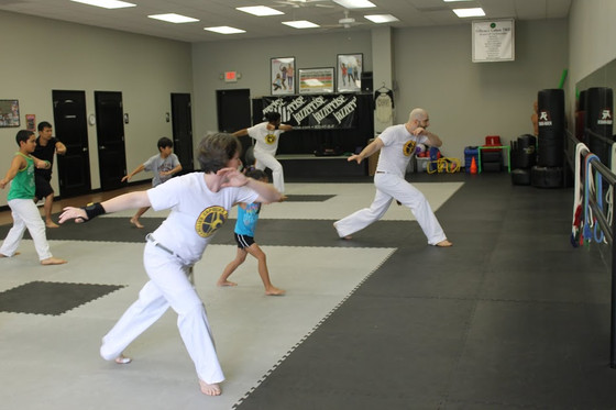 8 Reasons capoeira is great for families!