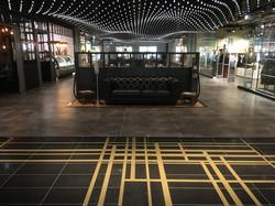 Fußboden mit Messing