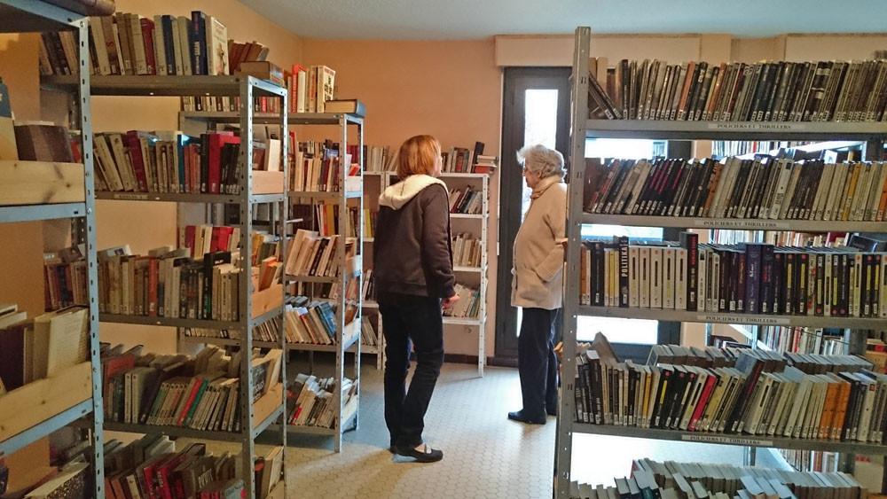 Les premiers usagers de la bibliothèque sont arrivés ...