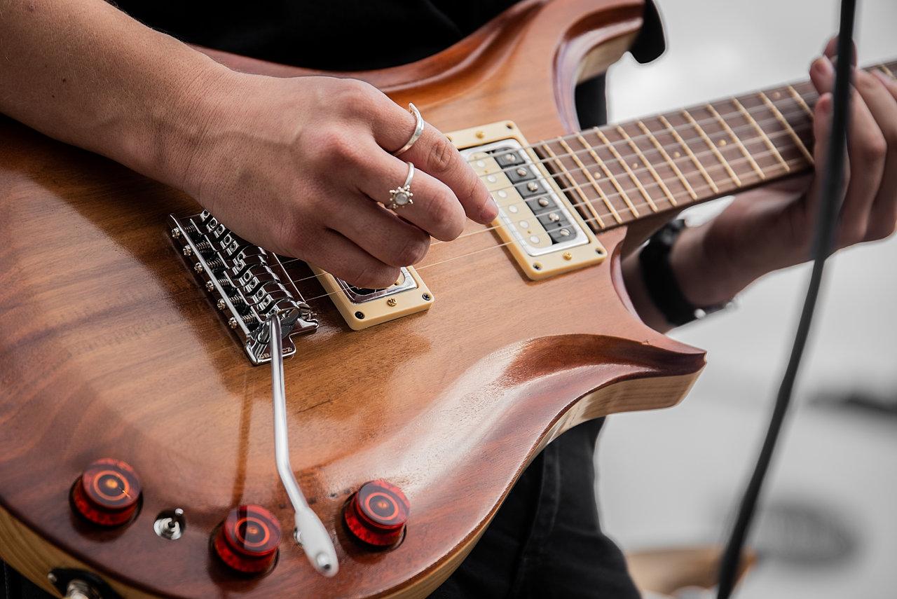 apurla handmade guitars repairs queensland. Black Bedroom Furniture Sets. Home Design Ideas