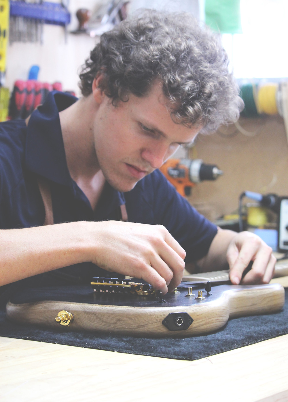 Mitchell Morris, Luthier