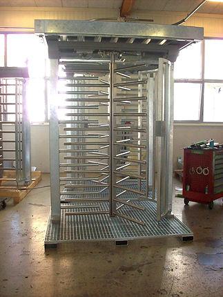 Zuko Zutrittssystem Drehkreuz auf Gitterrost