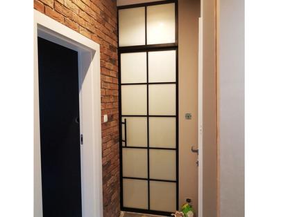 Single_frosted_hallway.jpg