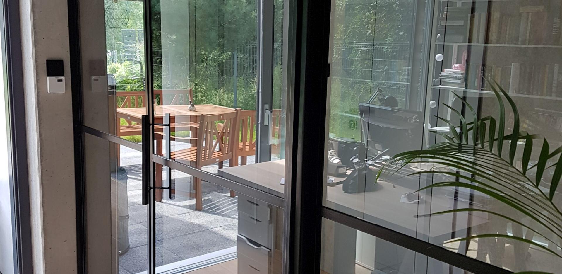 Office_sliding.jpg