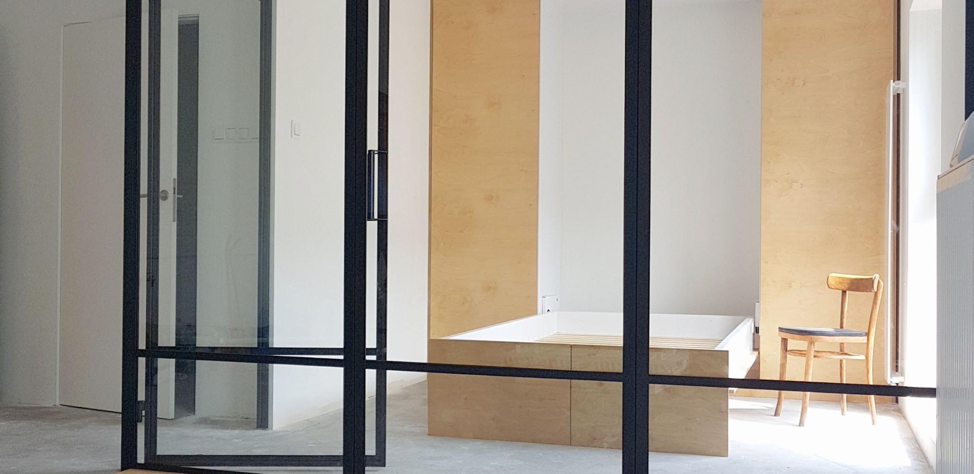bedroom_screen_and_door.jpg