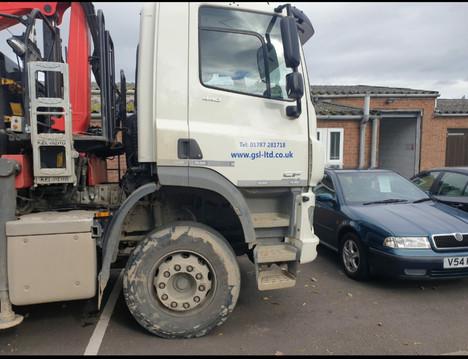 8x4 32 ton lorry.jpg