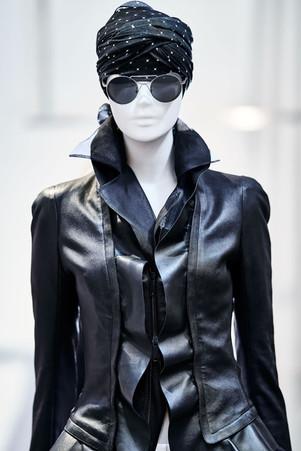 Edem-fashion-Puppe-black-leather-web.jpg