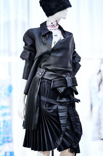 Edem-fashion-Puppe-black-leather2-web.jp