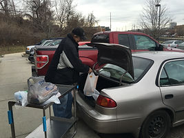 Client putting food in car 2.jpg