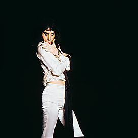 FreddieMercuryIn White_London1974(c)Mick