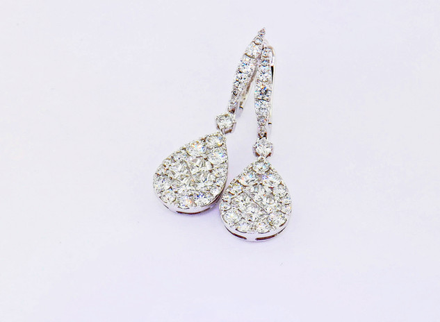 18k white gold 1.64ct total weight diamond earrings