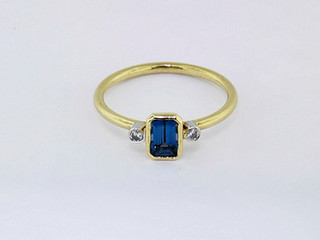 14k yellow gold .04ct total weight diamond, .51ct total weight sapphire ring