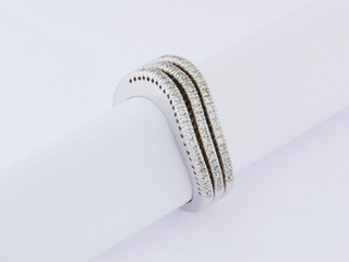 14k white gold, .52ct total weight, pin point setting, round diamonds