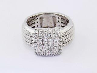 14k white gold .70ct total weight diamond ring