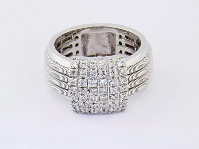 14k white gold .70ct total weight diamond ring
