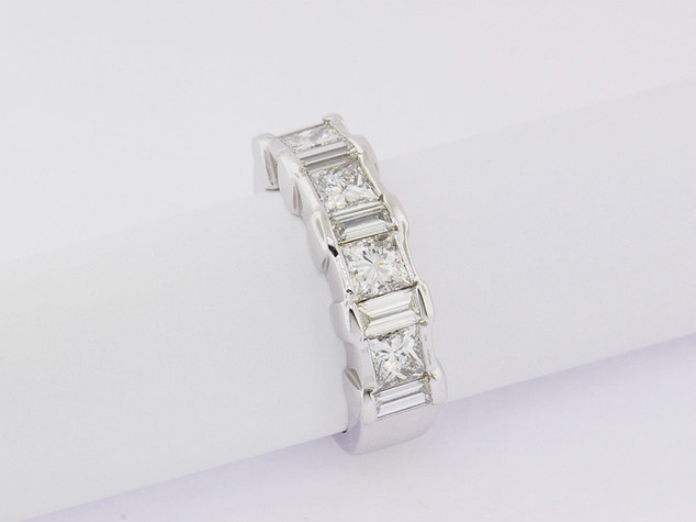 14k white gold, 2.37ct total weight, princess cut and baguette diamonds, channel set