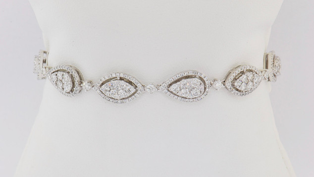 18k white gold, 4.02ct total weight, round diamonds, micro pavé and invisible set bracelet