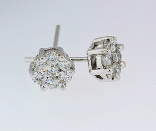 14k white gold .50ct total weight diamond cluster studs_