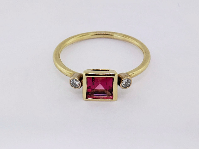 14k yellow gold .14ct total weight diamond, .91ct total weight pink tourmaline ring