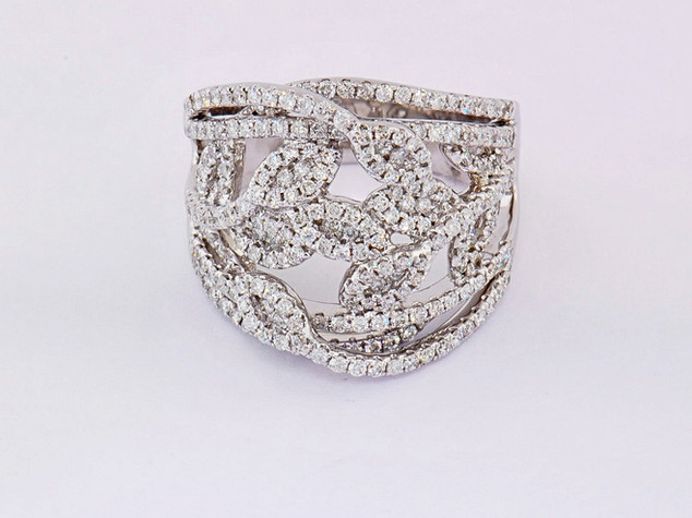 18k white gold 1.45ct total weight diamond ring