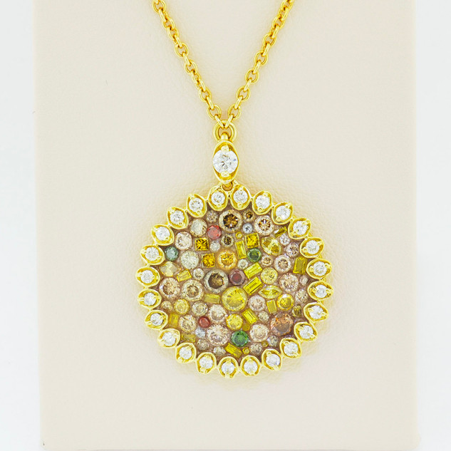 18k yellow gold, 2.25ct total weight diamond pendant