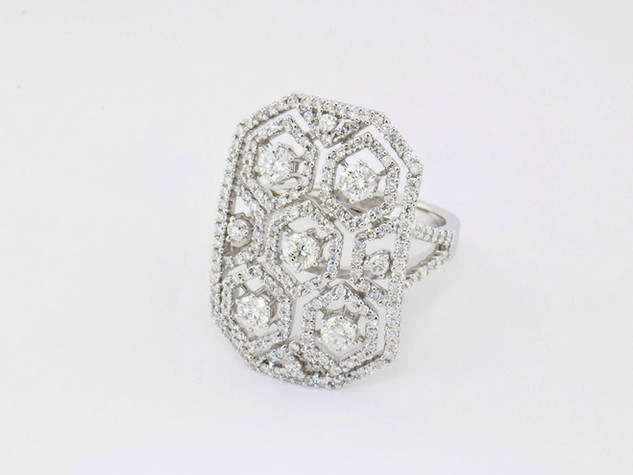 18k white gold 1.91ct total weight diamond ring