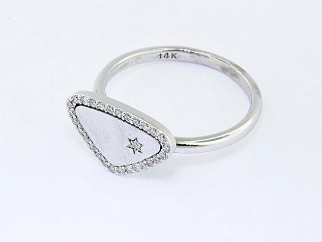 14k white gold .15ct total weight diamond ring