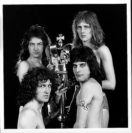 Queen_London_Nov1973_ToplessWithSceptre(
