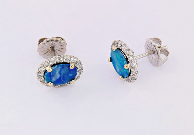 14k white gold .57ct total weight in diamonds with opal center stones