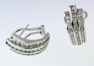 14k white gold .66ct total weight diamond earrings