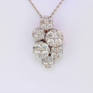18k white gold 1.25ct total weight, diamond clusters pendant