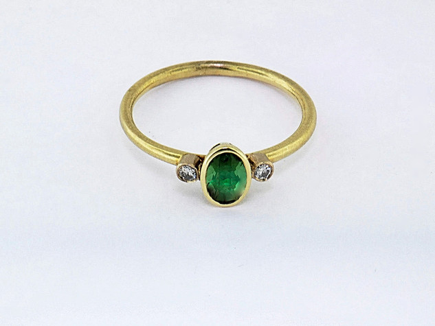 14k yellow gold .08ct total weight diamond, .51ct total weight green tourmaline ring