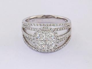18k white gold 1.56ct total weight diamond ring