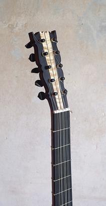 KopfBarockgitarre.jpg