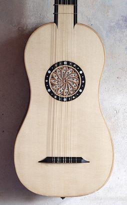 DeckeBarockgitarre.jpg