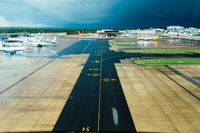 airport-travel-waiting-terminal-34145.jp