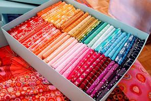 Ich liebe nach Farben sortierte Stoffe