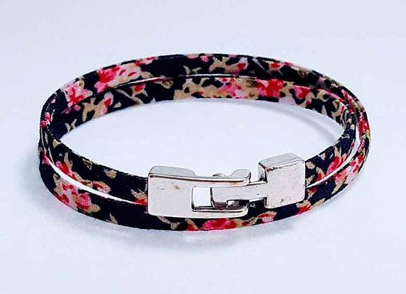 Armband mit Blütenmuster