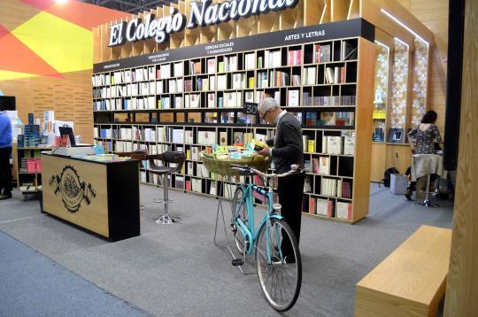 """El proyecto """"Libros de canasta"""" deja a un mejor alcance al público la colección Opúsculos."""