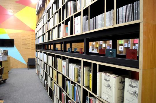 Al terminar la Feria Internacional del libro de Guadalajara, 2016; el librero fue obsequiado al hogar Cabañas.