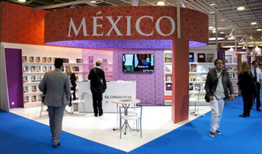 La gráfica se inspira en motivos mexicanos, como los huichola, las grecas de Mitla y la cerámica de Paquimé.