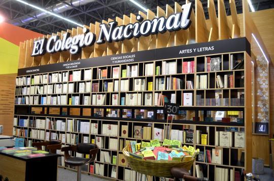 El librero cuenta con dos vistas, que albergan 2000 ejemplares.