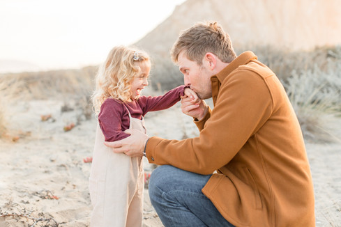 daddy-daughter-kissing-photography.jpg