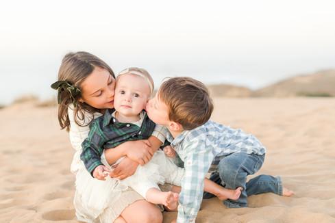 siblings-kiss-montana-de-oro.jpg