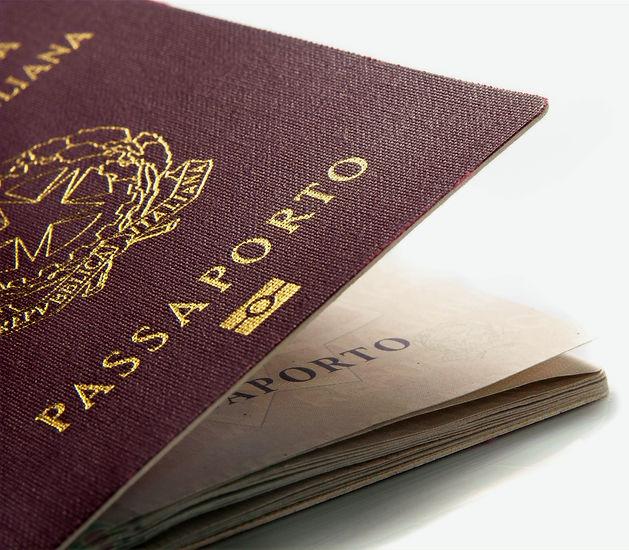Italian%20passport%20slightly%20open%20o