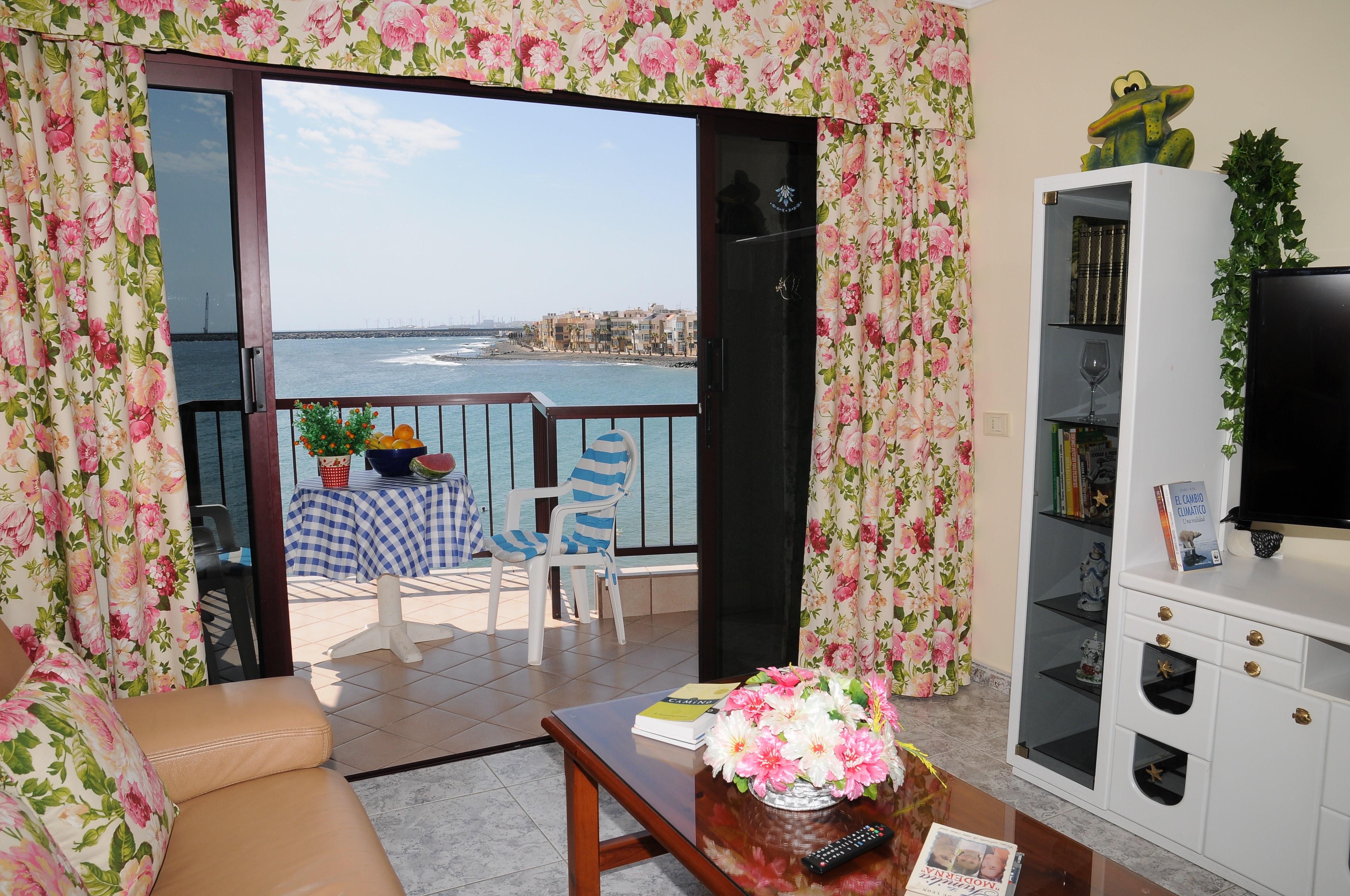 Salón y balcón