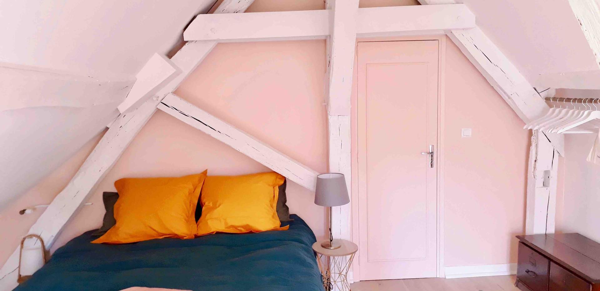 Chambre rose Maison du Passeur
